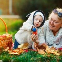 С бабушкой всегда интересно ........ :: Ирина Внукова