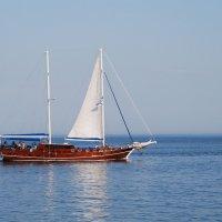 Прогулочная яхта в Одессе. :: Lara