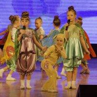 "танцы ""мотыльки и мышка"" :: Инна"