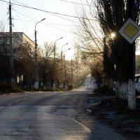 Осеннее солнце в пустом городе :: Александр Игнатьев