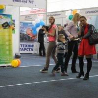 Посетители и участники выставки :: людмила Миронова