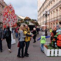 Пасхальное дерево на Арбате. :: Наталья Иванова