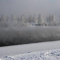 В морозный полдень на сибирской реке... :: Александр Попов