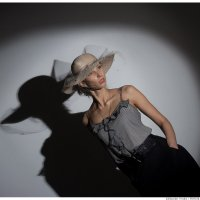 Портрет девушки в световом пятне :: Alexander Freydin