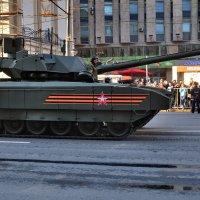 По улицам города :: Алексей Михалев