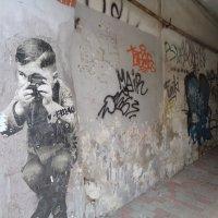 Стены имеют  глаза и уши фотографов... :: Алекс Аро Аро