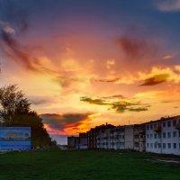 Полыхает небо в мае Его солнце поджигает... :: Анатолий Клепешнёв