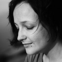 портрет девушки на смоленском кладбище :: Nikita S