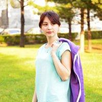 Девушка в парке (2) :: Полина Потапова