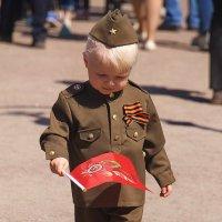 Шёл по улице солдат.... :: Tatiana Markova