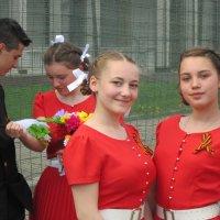 Девушки в красном, вы так прекрасны! :: Дмитрий Никитин