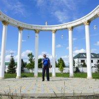 арка возле часовенки :: Наталия Сарана