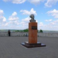 памятник Аркадию Гайдару :: Татьяна Черняева
