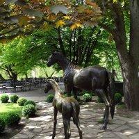 Парковая скульптура :: Владимир Бровко