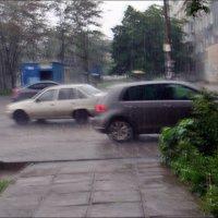 Разминулись, спасаясь от ливня :: Нина Корешкова