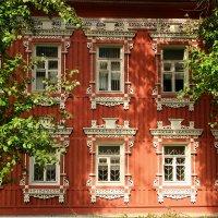 В доме, где наличник резной. :: Николай Карандашев