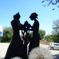 Памятник комсомольцам-одуванчикам в Днепропетровске... :: Алекс Аро Аро