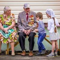 Расскажи нам, дедушка, про свои медали! :: Сергей В. Комаров
