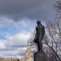 Памятник Лермонтову в Ьоскве :: Александр Знаменский