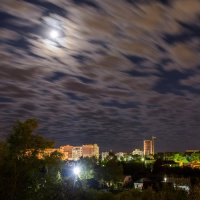 Луна над городм :: Виктор Зенин