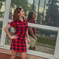 Девушка у стеклянной стены :: Albina