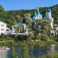Монастырь над рекой-2 :: Виталий Волков