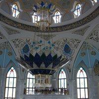 Мечеть Кул-Шариф внутри украшает люстра из чешского хрусталя :: Елена Павлова (Смолова)