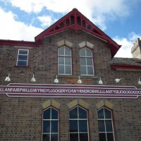 Здание железнодорожной станции с самым длинным в Уэльсе названием :: Natalia Harries