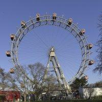 Старинное колесо обозрения в Пратер-парке :: Виктор Тараканов