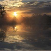 Рассвет над озером. :: Валентин Репин