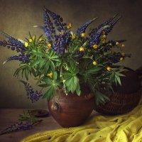 С букетом первых полевых цветов :: Ирина Приходько