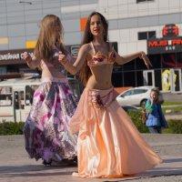 Танец в городе :: Наталия Григорьева