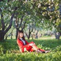 Девушка в цветущем парке :: Татьяна Горбачева