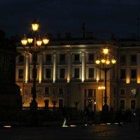 И зажигаются фонари на Дворцовой... :: Ирина Румянцева