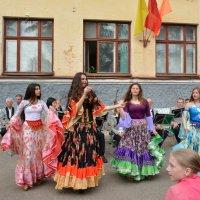 Праздник на улице :: Ирина Бархатова