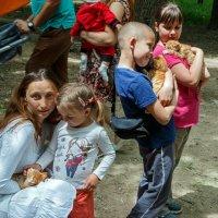 Три ребенка, три котенка :: Юрий Яловенко