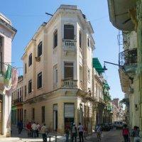 Будни Гаваны...Перекресток. Немного другой ракурс. Куба :: Юрий Поляков