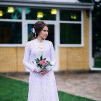 В белый цвет облачена :: Лоретта Санина