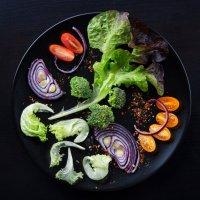Мир салата в тарелке :: Ирина Лепнёва