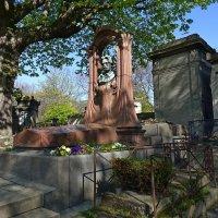 Могила Эмиля Золя на кладбище Монмартра, в Париже :: Михаил Сбойчаков