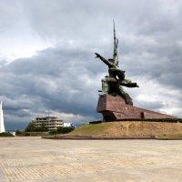 Памятник матросу и солдату :: Александр Чудесенко