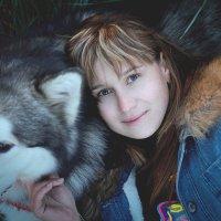 Если рядом с человеком идет собака, путь уже не кажется таким безнадежно одиноким. :: Аля К