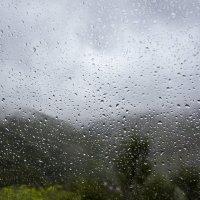 Сквозь капли дождя на стекле... :: Виктор М