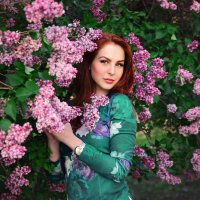 Девушка и сирень! :: Лина Трофимова