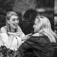 В уличном кафе :: Александр Степовой