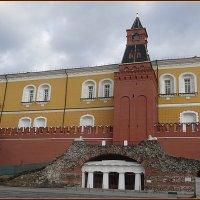 Средняя арсенальная башня Кремля :: Вера