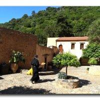 Внутренний дворик монастыря Восакос. :: Чария Зоя