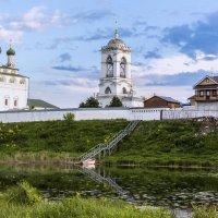 Монастырь на реке :: Sergey Romanov