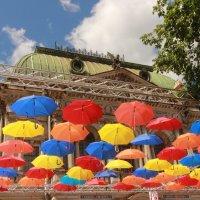 Аллея Парящих зонтиков :: Вера Моисеева