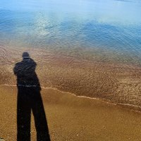 Я (в штанах), песок и небо в воде :: Валерий Дворников